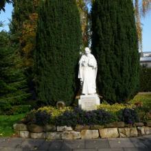 Vinzenz-Statue im Mutterhaus-Garten