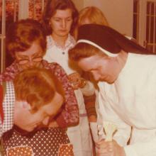 Kochschule im Mutterhaus mit Schwester Ferdinande (um 1972)