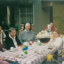 Schwester Helga beim Sommerfest im Altenheim St. Marienstift in Katlenburg-Lindau (1991)
